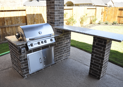 6-Foot-Outdoor-Kitchen-With-Free-Standing-Bar